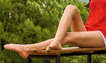 スッキリした女性の美脚
